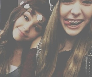 madison beer, acacia, and friends image