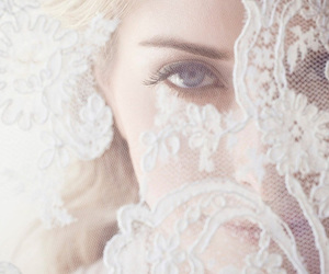 beige, eyes, and lace image