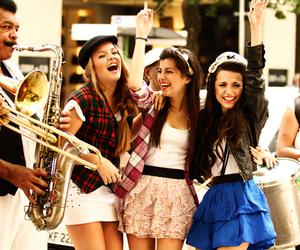 girl, friends, and manu gavassi image