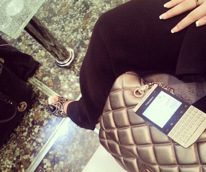 bag and phone image