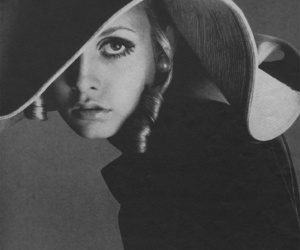 twiggy, black and white, and model image