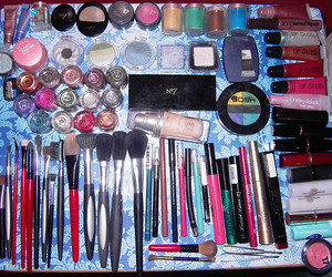 bedroom, brush, and cosmetics image