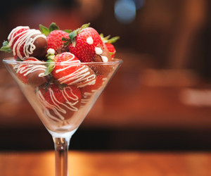 strawberry, chocolate, and delicious image