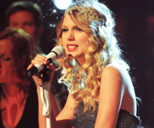 Taylor Swift, hair, and dress image
