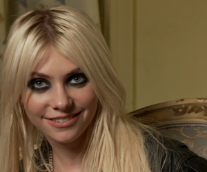 Taylor Momsen, the pretty reckless, and make me wanna die image