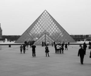 blackandwhite, louvre, and pyramides image
