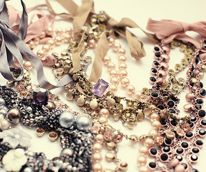 necklace, jewelry, and pearls image
