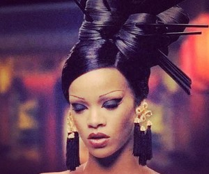 rihanna, sexy, and black eyeshadow image