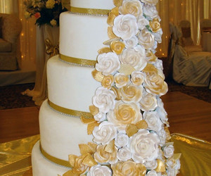 wedding cake, ♥, and floral wedding cake image