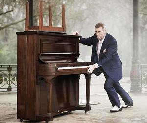 hugh laurie and piano image