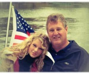 Taylor Swift and father image
