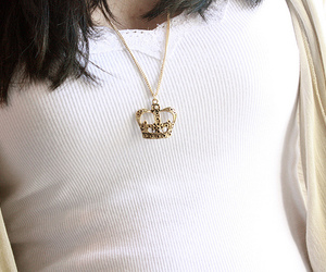 crown, necklace, and shirt image