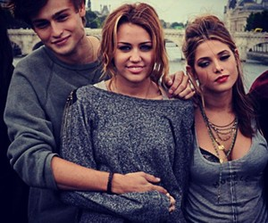 miley cyrus, lol, and douglas booth image