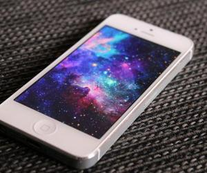 iphone and galaxy image
