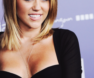 miley cyrus, sexy, and pretty image