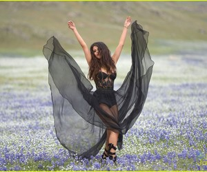 selena gomez and come and get it image