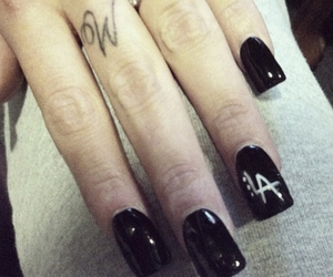 acrylic, fingertattoo, and black image