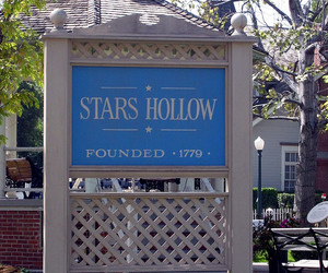2005, gilmore girls, and stars hollow image