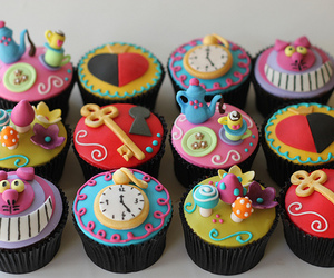 cupcake, alice in wonderland, and food image