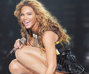 concert, smile, and the mrs. carter show image