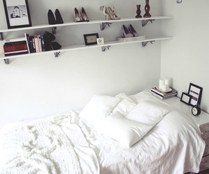 bed, bedroom, and livros image