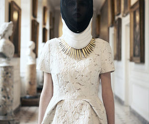fashion and fencing image
