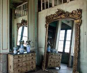 mirror and room image
