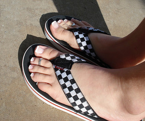 feet, toes, and vans image
