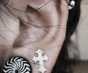 ear, earings, and expansion image