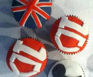 one direction, cupcake, and 1d image