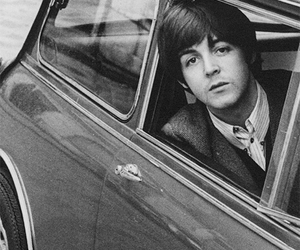 Paul McCartney, beatles, and black and white image