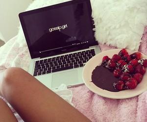 gossip girl, strawberry, and chocolate image