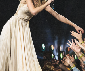 Taylor Swift, red tour, and red image