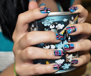 nails and cup image