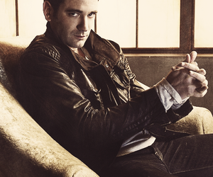 arrow and colin donnell image