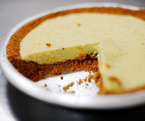 key lime pie and key line pie image