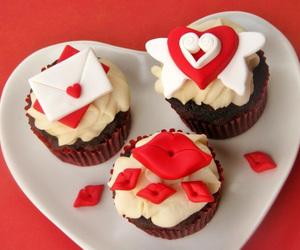 cupcake, food, and kiss image