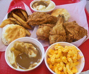 biscuit, Chicken, and mac n cheese image