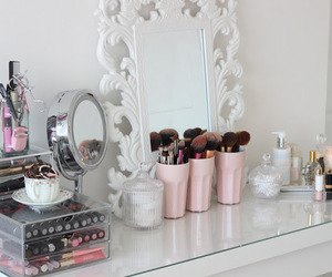 dressing table, girly, and glamour image