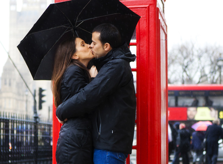 Rain And Romance Kissing Couple In Rain On We Heart It