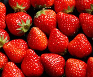 red love yummi image