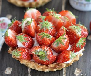 crust, strawberry, and tart image