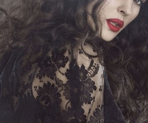 monica bellucci and red lips image