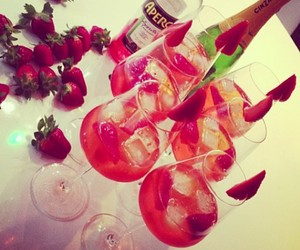 drink, strawberry, and alcohol image