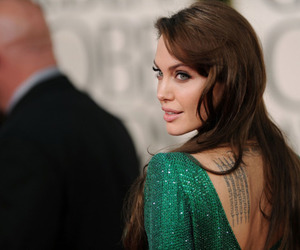 Angelina Jolie, golden globes, and green dress image