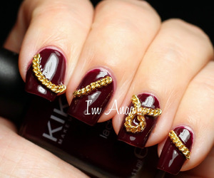 gold chain, 3d nails, and nail decals image