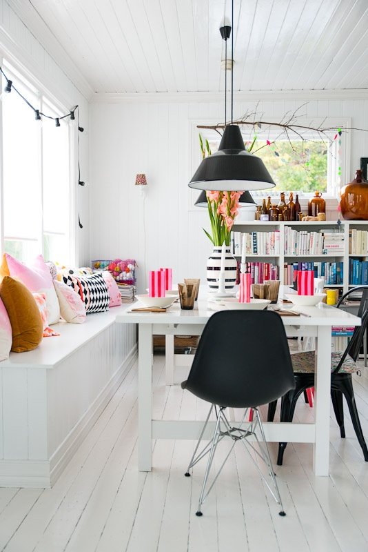 Bank Aan Eettafel.Image About White In Dining Room By Amanda Svensson