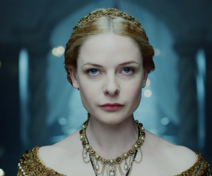 arrow and the white queen image