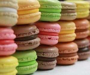 delicious and macaron image