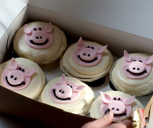 cupcake, pig, and pretty little liars image